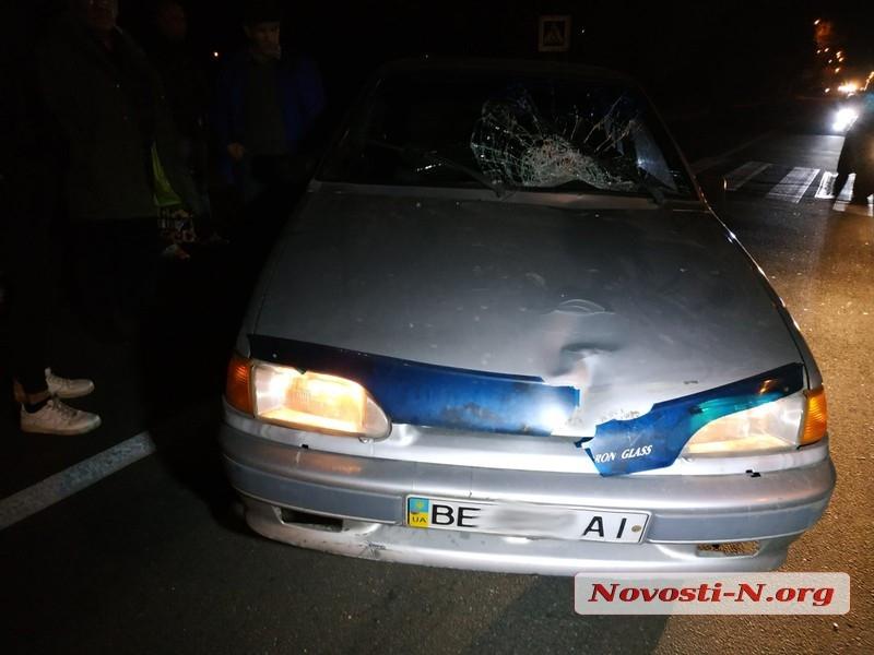 В Николаеве ВАЗ сбил женщину на переходе — пострадавшую увезла «скорая»