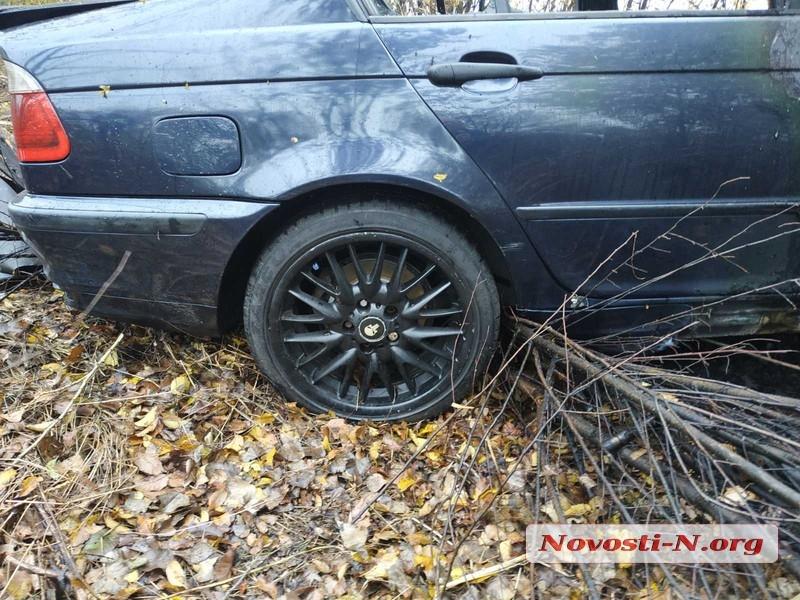 Под Николаевом автомобиль слетел в кювет и загорелся: есть пострадавшие