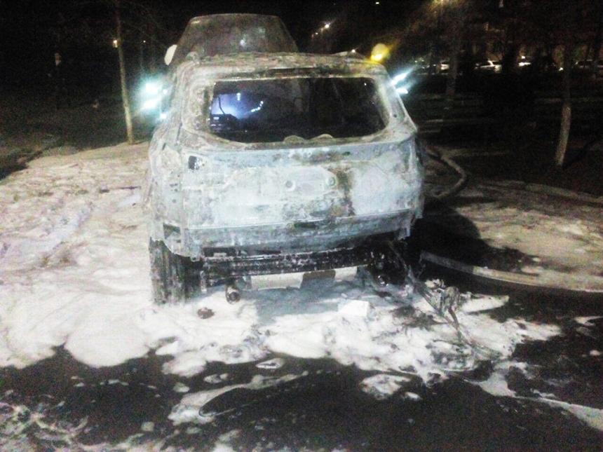 В Николаеве ночь сгорели сразу три автомобиля