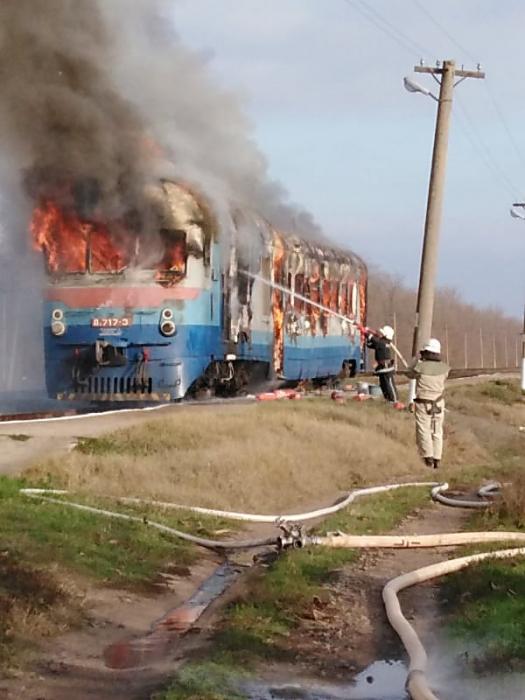 На Николаевщине горел дизельный поезд — вагоны с пассажирами успели отцепить