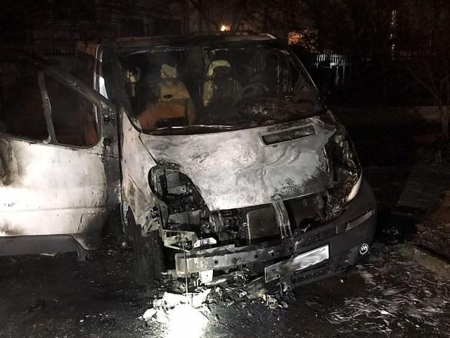В Николаеве за ночь сгорели два «Опеля»