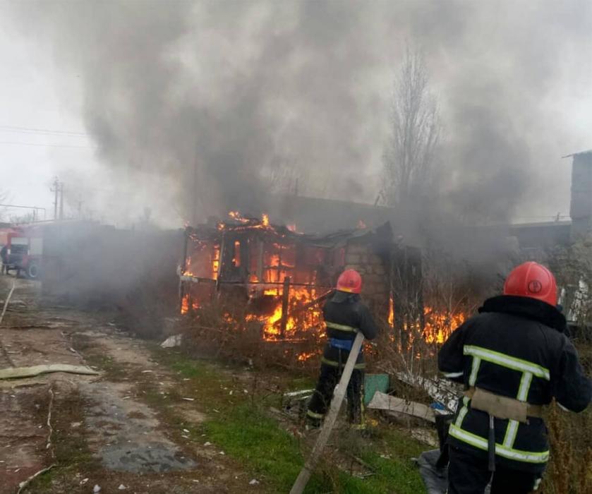 На Николаевщине спасатели почти час тушили пожар на площади 40 кв м