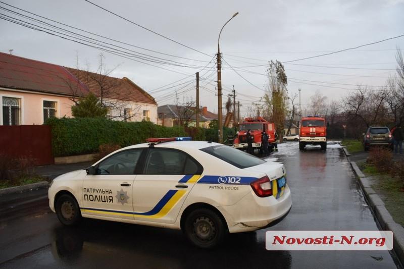 В Николаеве во дворе дома сгорела маршрутка