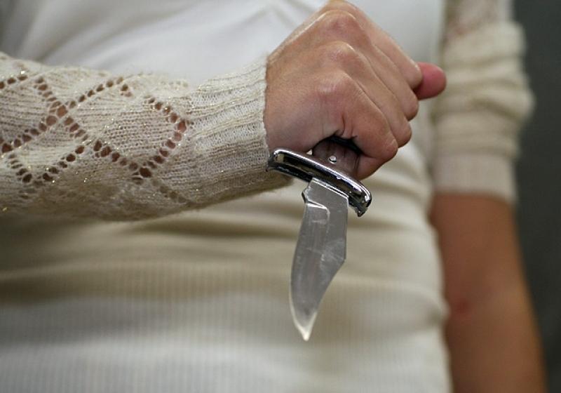 В Новой Одессе муж сообщил полиции, что его жена пыталась сама себе перерезать горло