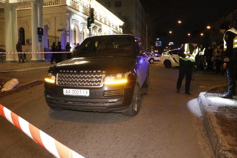 В центре Киева расстреляли внедорожник: убит ребенок