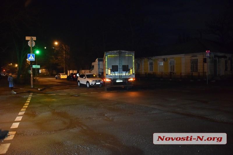 В центре Николаева столкнулись фура и BMW
