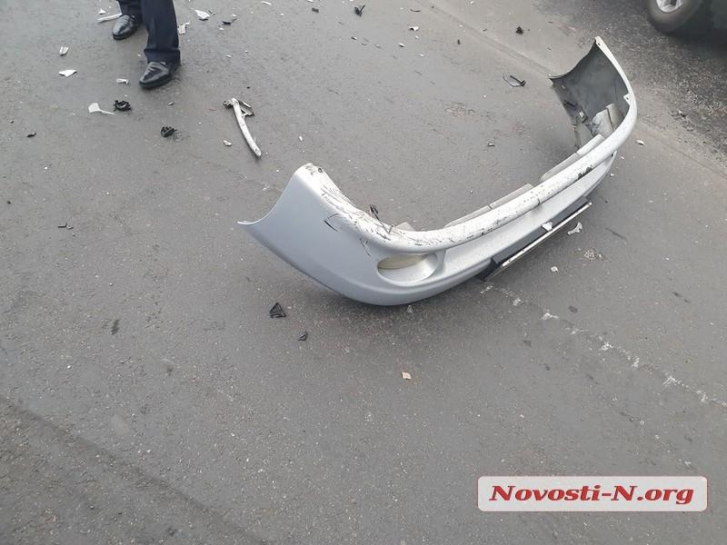 В центре Николаева «Киа» проехал на красный и протаранил «Ланос»