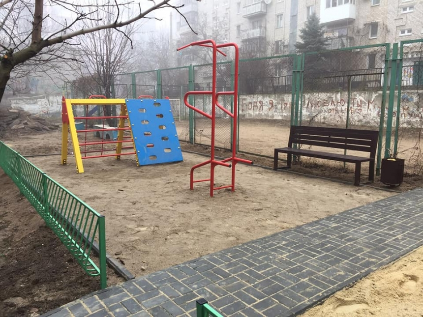 В Николаеве на ул. 8-го Марта появилась еще одна детская площадка