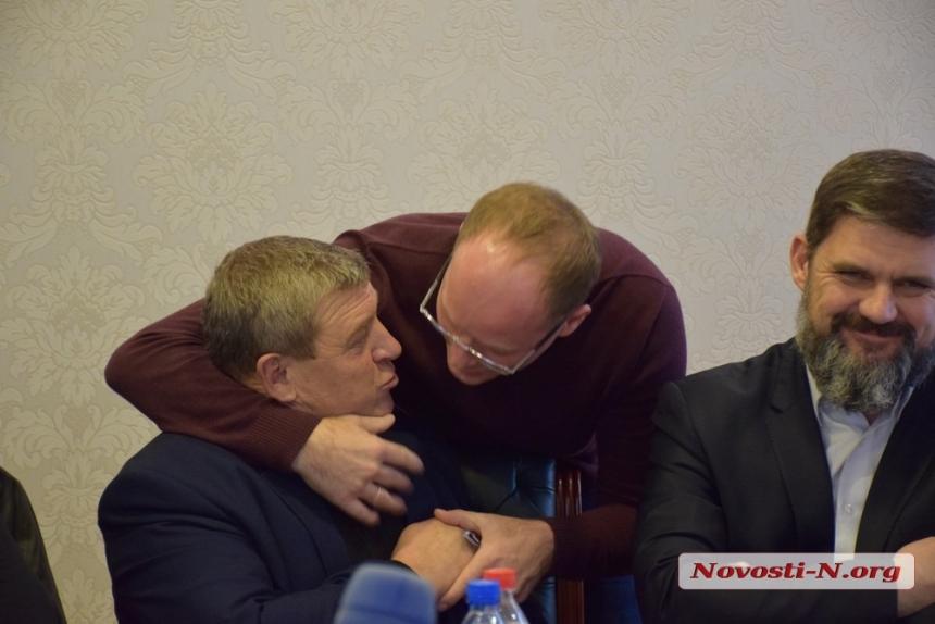 Депутаты хотят забрать с дорог Николаевщины 30 млн, чтобы купить авто и отремонтировать облсовет