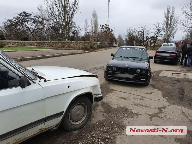 В Николаеве на Херсонском шоссе столкнулись «Волга» и «БМВ»