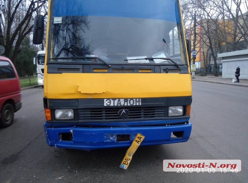 В Николаеве автобус врезался в «Шкоду»