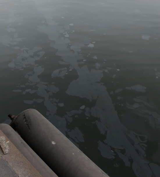 В морском порту Николаева на воде обнаружили «пленку серебристого цвета»