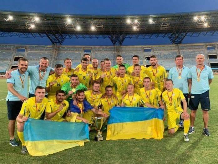 Трем футболистам из Николаевщины назначили стипендии Президента Украин