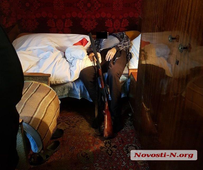 В квартире николаевской многоэтажки обнаружен труп мужчины с огнестрельным ранением