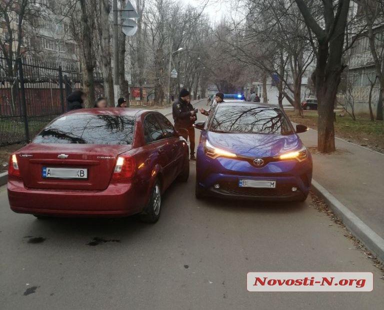 В Николаеве не разминулись две дамы на «Шевроле» и «Тойоте»