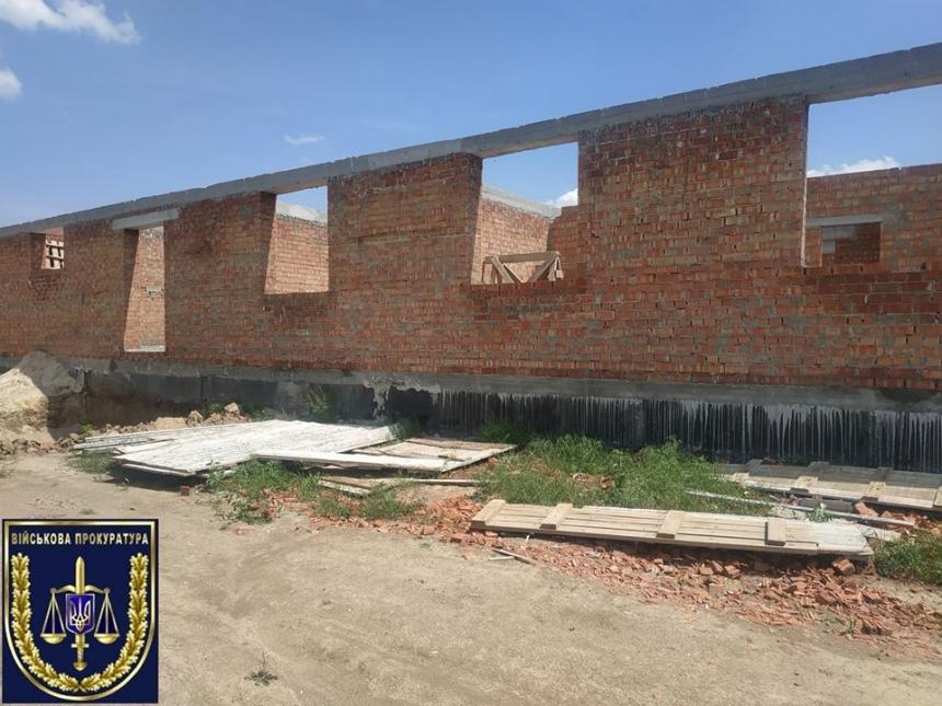 Прокуратура расследует факт присвоения 5,5 млн при строительстве казарм в Николаеве