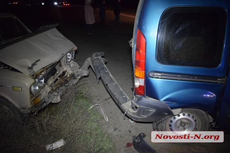 Под Николаевом «Жигули» врезались в «Рено» — пострадали оба водителя