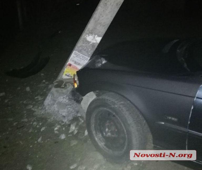 Ночью в Николаеве из-за черной кошки «БМВ» снес электроопору