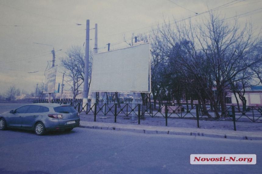 В Николаеве хотят снести «удручающие» билборды возле облагороженного сквера