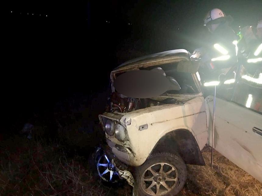 На Николаевщине после столкновения с грузовиком ВАЗ улетел в кювет: водитель погиб