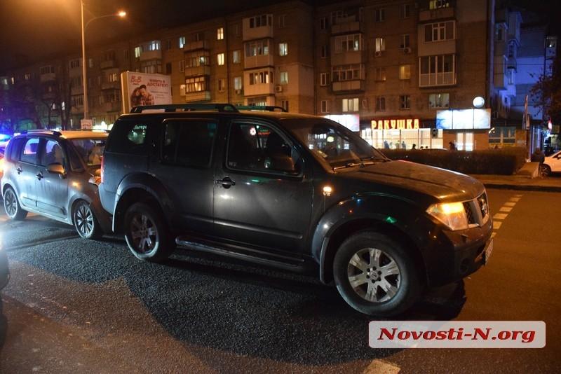 В Николаеве столкнулись внедорожник и компактвэн