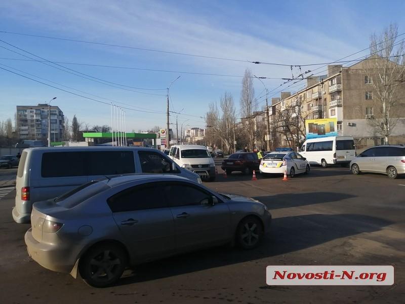 В Николаеве столкнулись «Дэу» и «Мерседес»: в Лесках огромная пробка