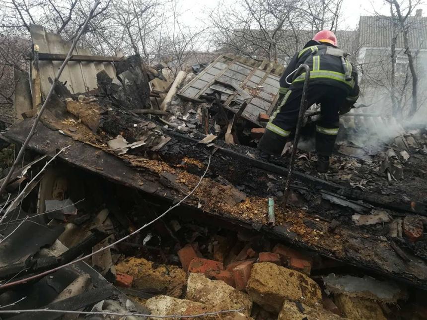 На Николаевщине пожарные тушили дом и две хозпостройки