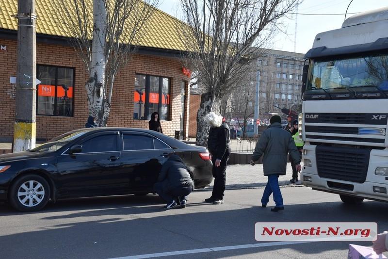 На Пушкинском кольце в Николаеве столкнулись DAF и «Тойота»