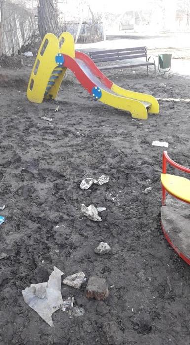 «Это апокалипсис»: в Николаеве детская площадка увязла в болоте