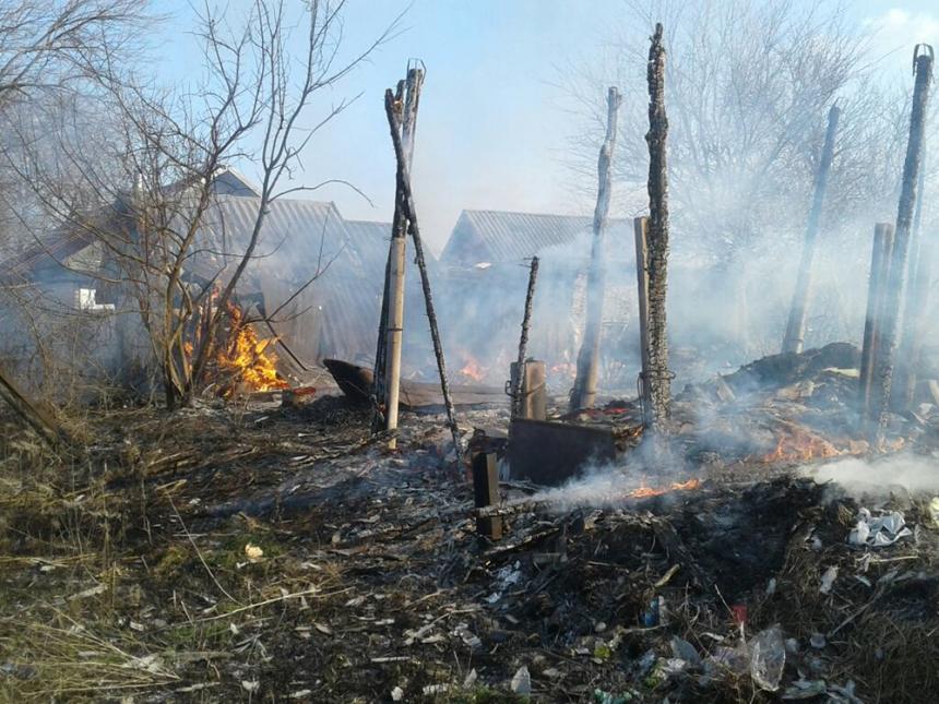 На Николаевщине местный житель вместе с мусором сжег сарай, сеновал и камыш