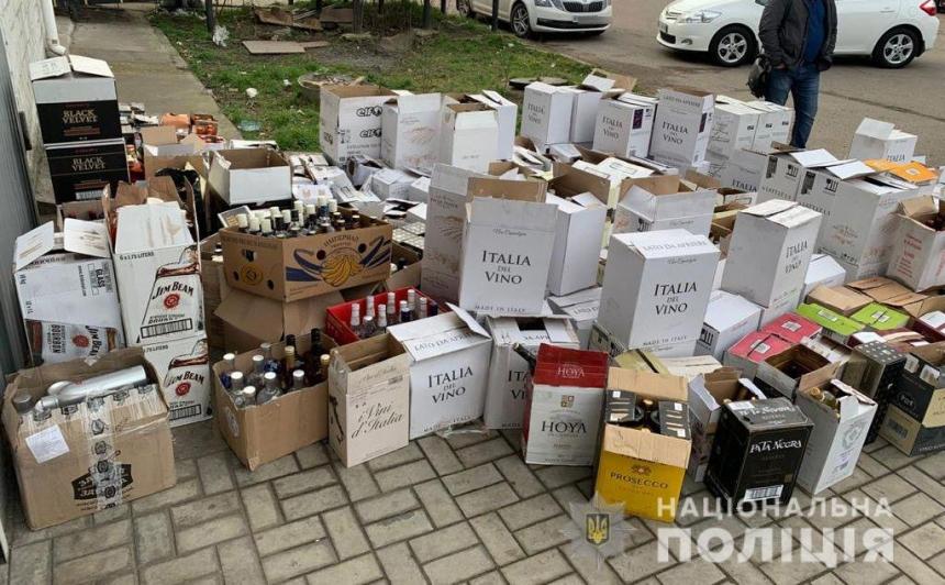 В Николаеве у предпринимателя изъяли контрафактного элитного алкоголя на 300 тысяч гривен