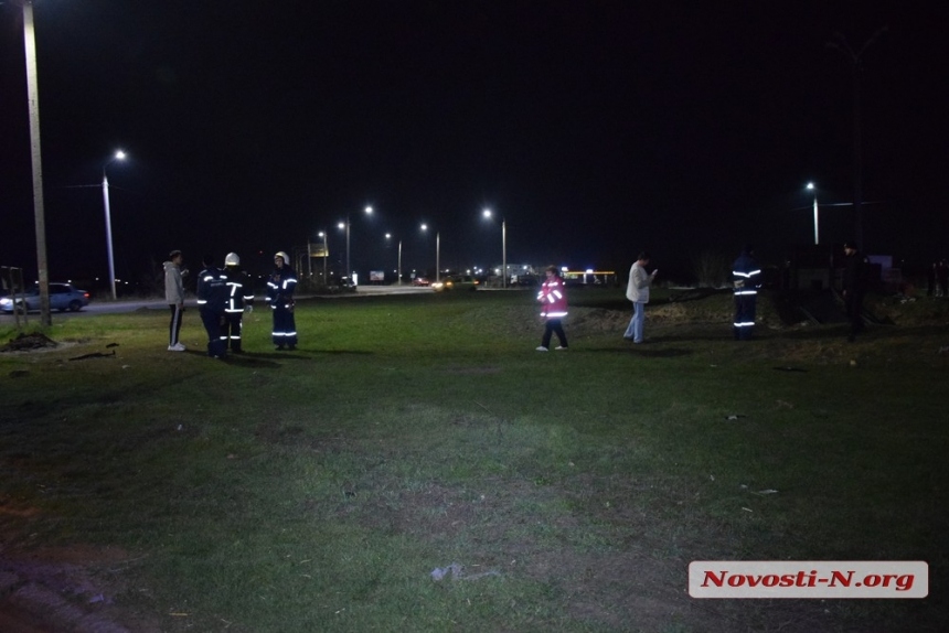 Под Николаевом «Вольво» влетел в окоп блокпоста: один человек погиб, двое в больнице. ВИДЕО