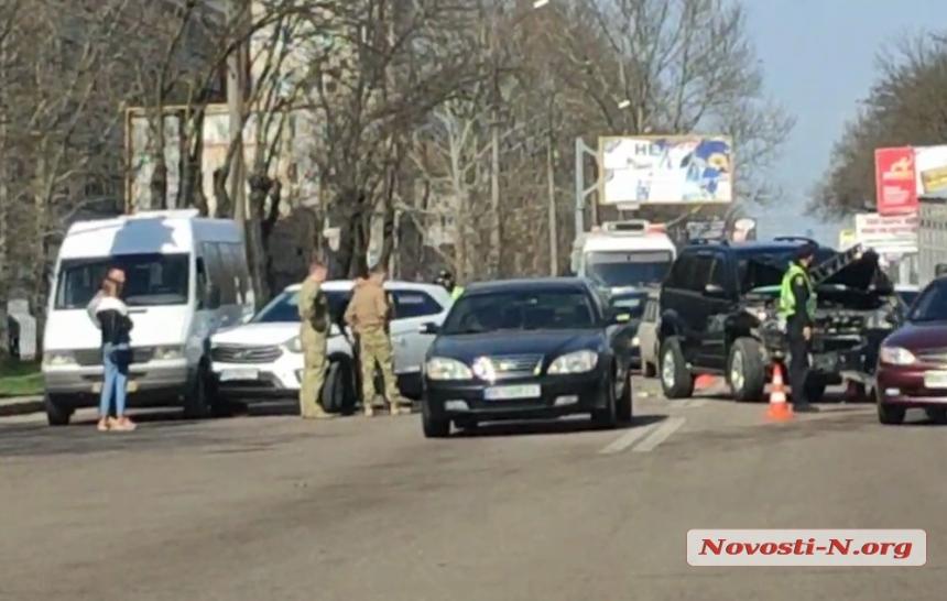 В Николаеве столкнулись 4 автомобиля — двое пострадавших. ВИДЕО