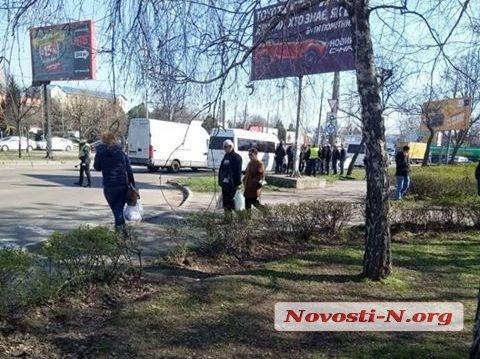 Карантин в Николаеве: полиция контролирует количество пассажиров в транспорте