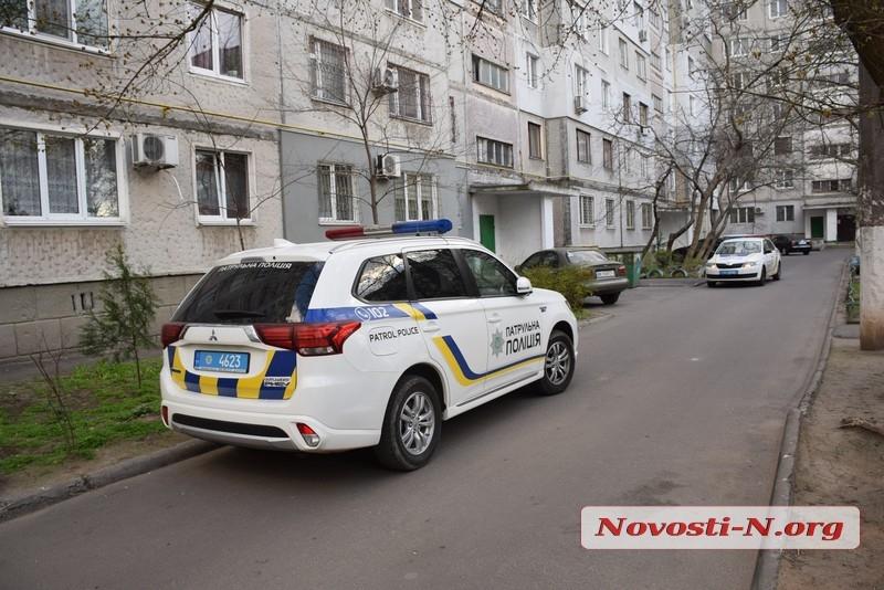 В Николаеве школьница угрожала выпрыгнуть в окно из-за того, что ее не выпускали на улицу
