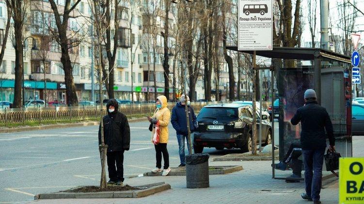 Кабмин отменил запрет на проезд более 10 пассажиров в транспорте