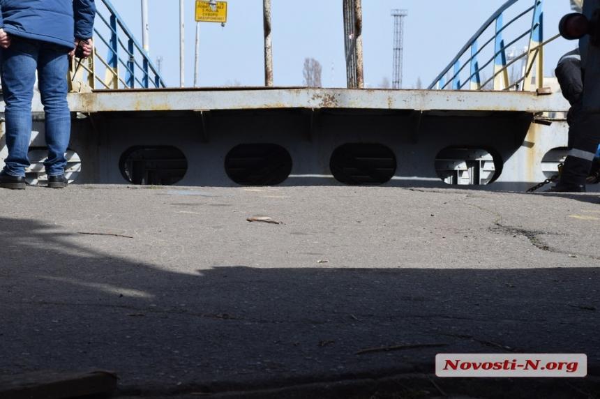 Ремонт понтонного моста в Николаеве обещают закончить к вечеру
