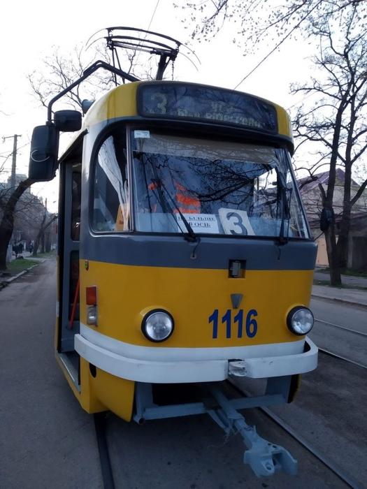 В николаевском трамвае водитель вытолкала девушку из-за маски. ВИДЕО