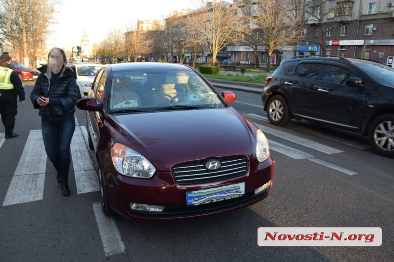 В центре Николаева женщина на Hyundai сбила пешехода на «зебре»