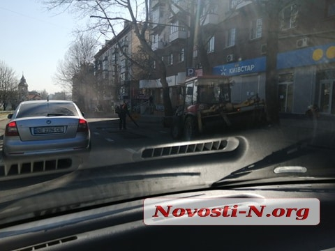 В Николаеве продолжается ремонт Центрального проспекта – вместо ровного асфальта кладут новый
