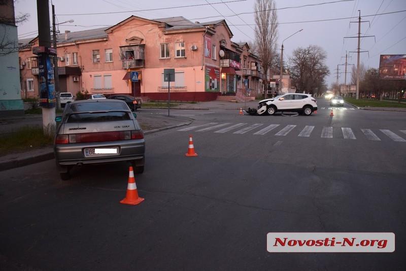 В Николаеве «Ниссан» протаранил ВАЗ
