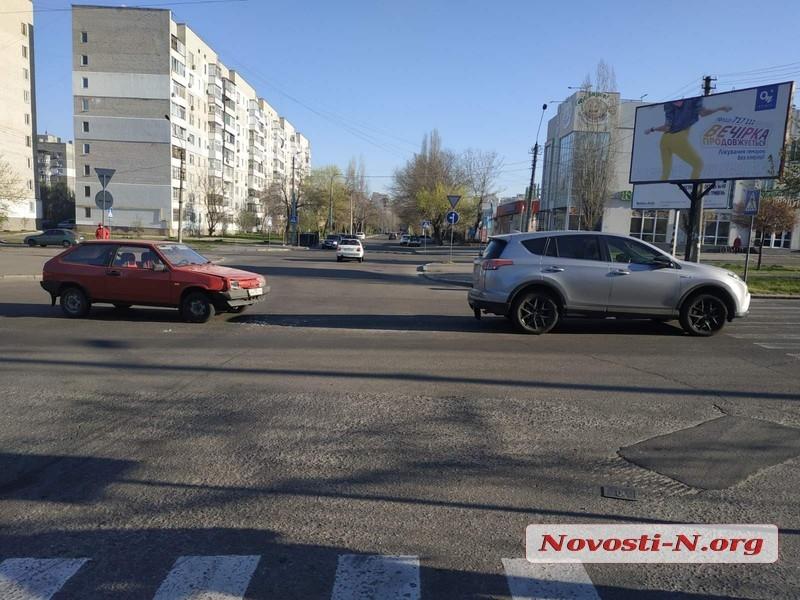 В Николаеве столкнулись «Тойота» и «ВАЗ»