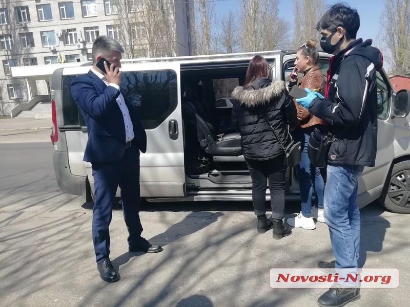 В Николаеве автомобиль главного санврача Украины врезался в микроавтобус журналистов