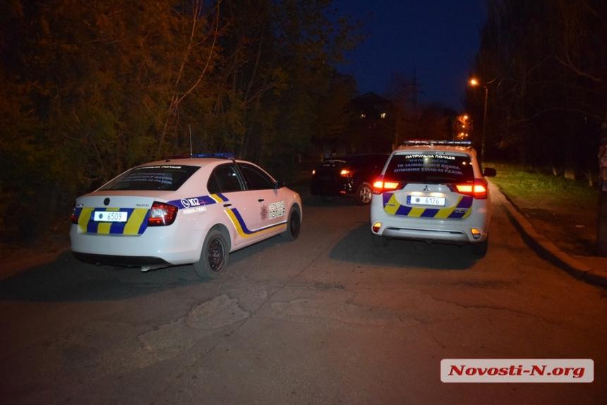 В Николаеве пьяный водитель на «Форде» врезался в бордюр, после чего подрался со свидетелями ДТП