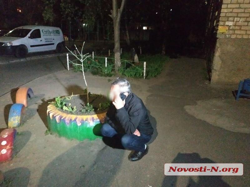 В николаевском дворе маршрутка ударила «Опель» и скрылась