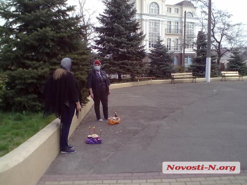 Николаевцы продолжают идти в храмы: полиция следит за соблюдением карантинных мер