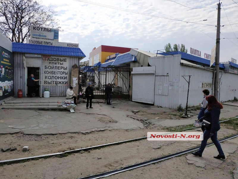 В Николаеве открыли Центральный рынок: на входе образовалась «правильная» очередь