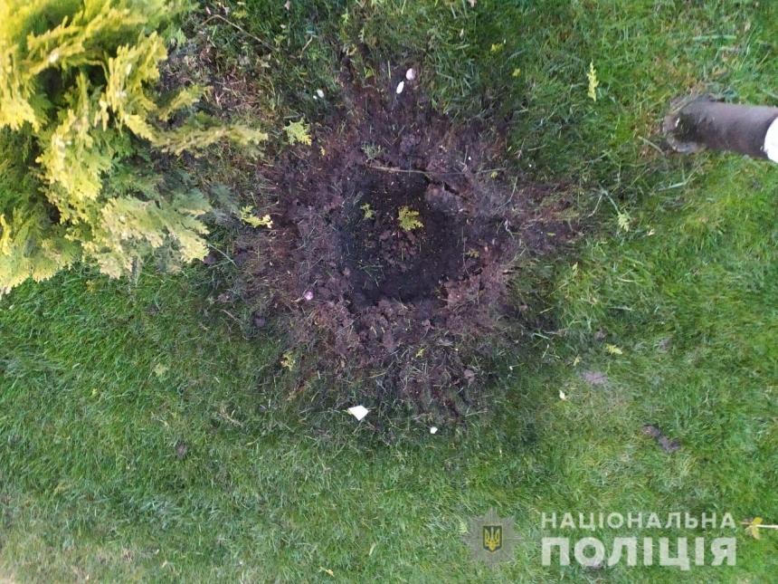 На Николаевщине неизвестные бросили во двор предпринимателя гранату