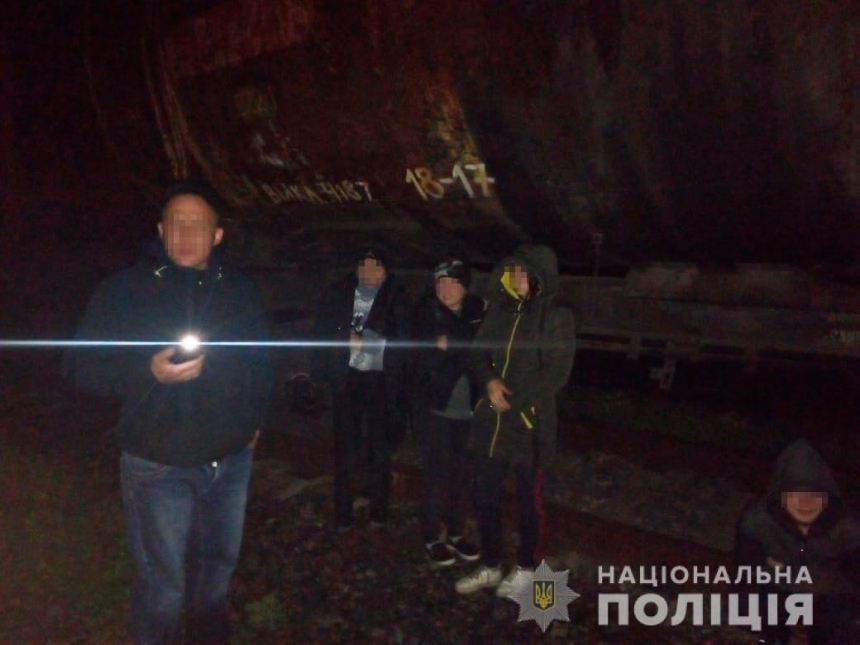 На Николаевщине «на горячем» поймали 14 человек, воровавших зерно из поездов