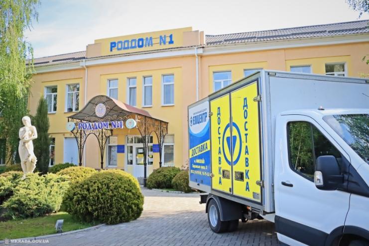 В Николаеве сеть «Эпицентр» вручила медикам благотворительную помощь для борьбы с COVID-19